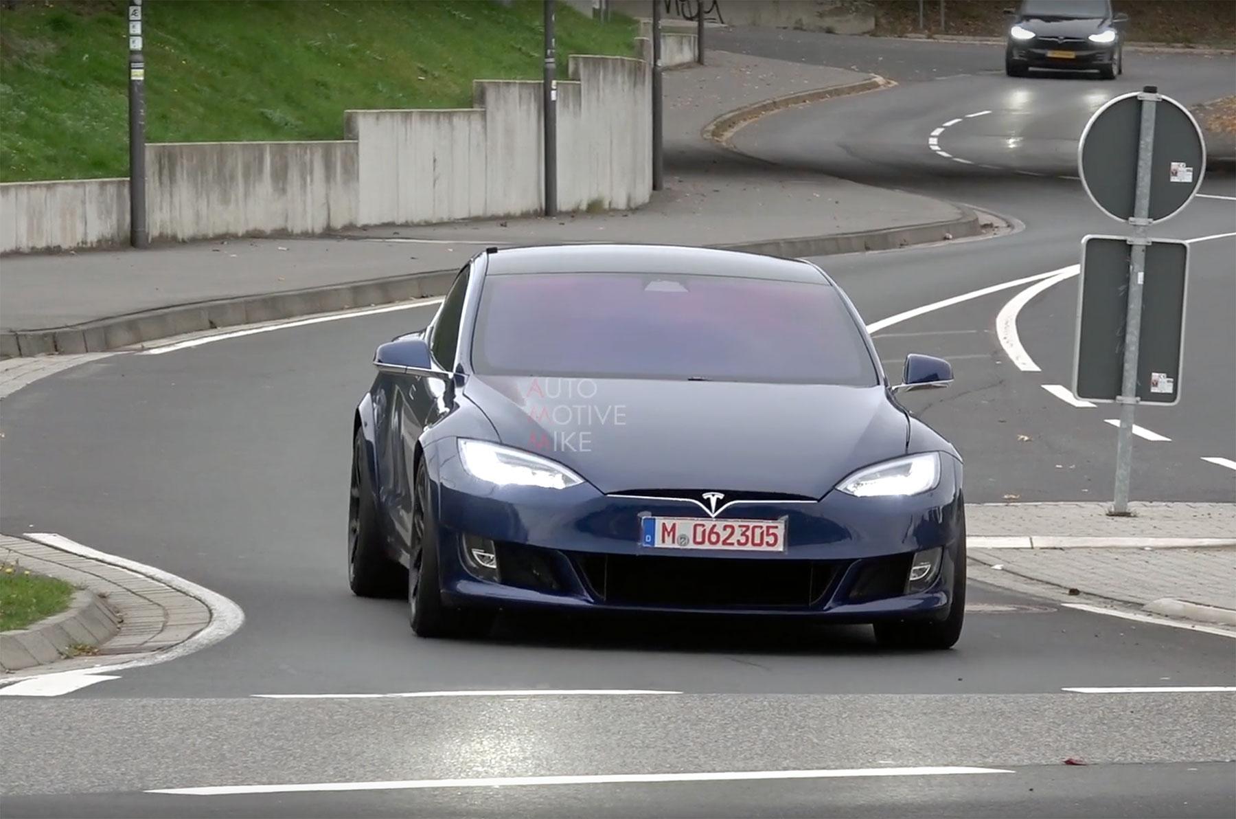 Donnerstag-News: Tesla vs Taycan geht weiter, ADAC mit Sonderzins für Stromer, Karman Ghia elektrisiert, Mit dem E-Scooter frieren - e-engine - Alles rund um E-Mobilität