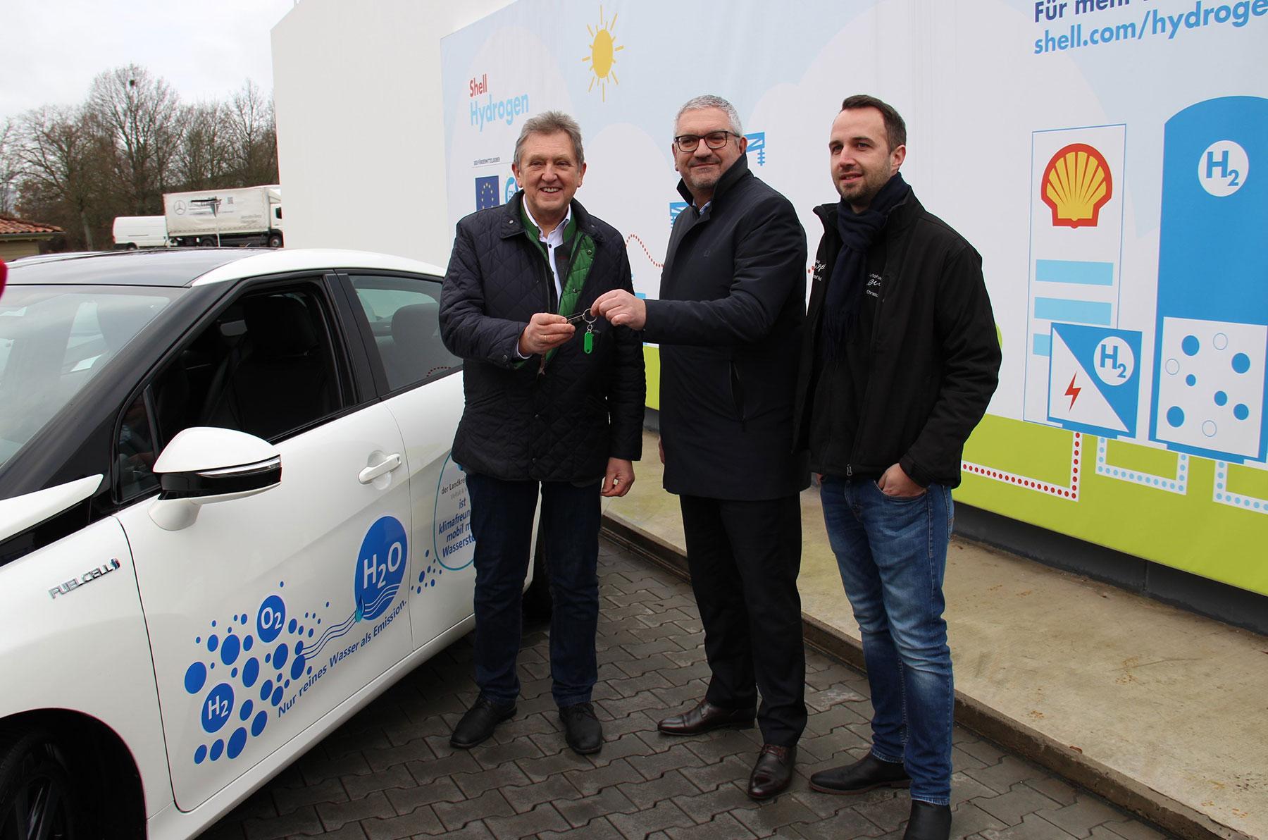 Wochenend-News: Weitpinkeln mit Tesla, Audi und BMW, Wasserstoff für Bayreuth, Renault glaubt an die goldenen Zwanziger
