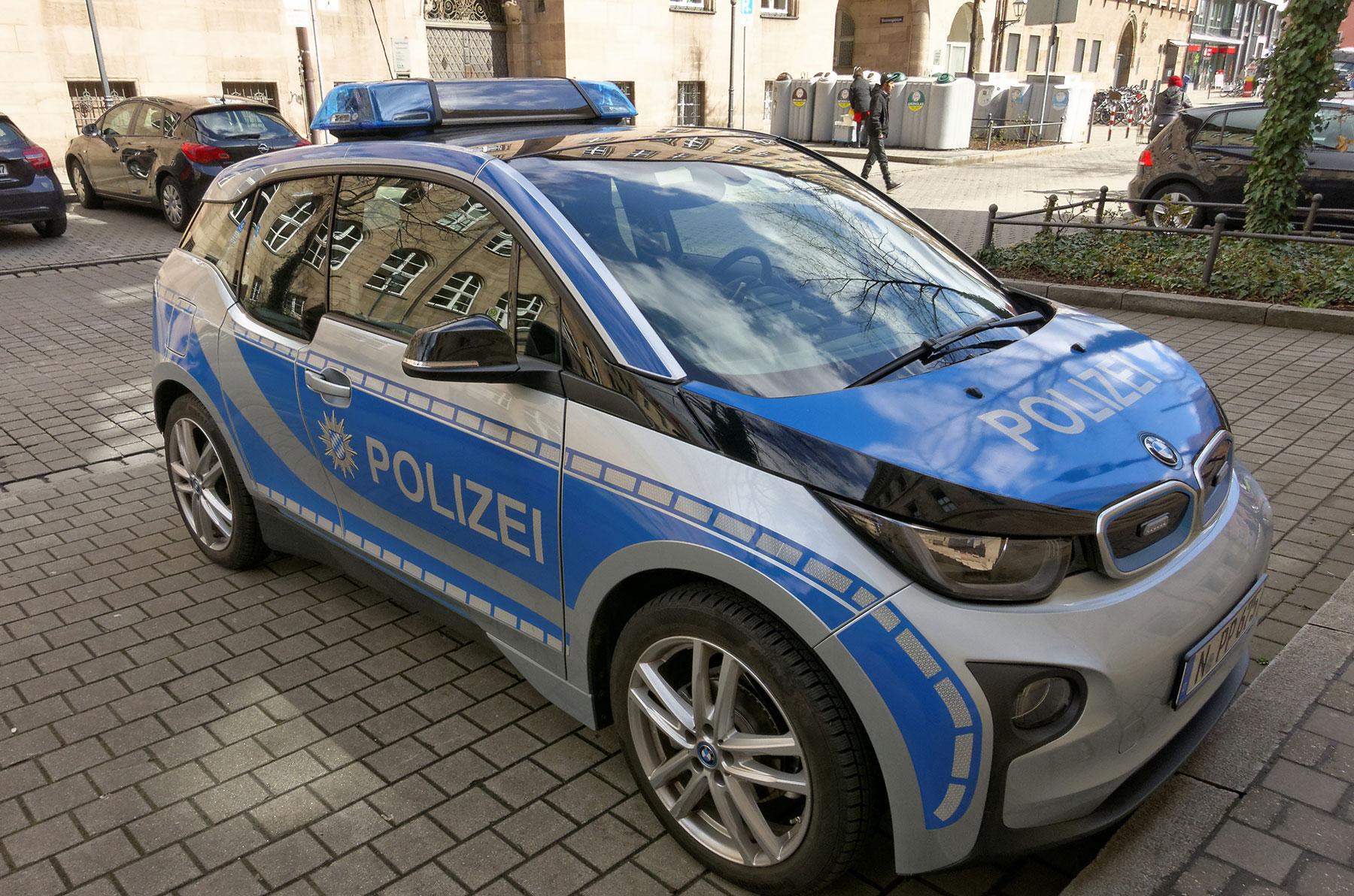Dienstag-News: Daimlers Vorstand und die Naivität, Polizei mag keine Stromer, Rivian Preise, das teure Elektroauto